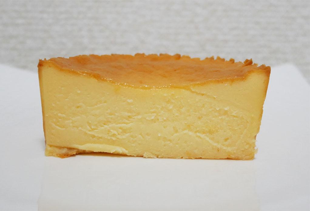 バスクチーズケーキ断面図