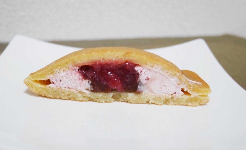もちっとどら 苺&ホイップの断面図2