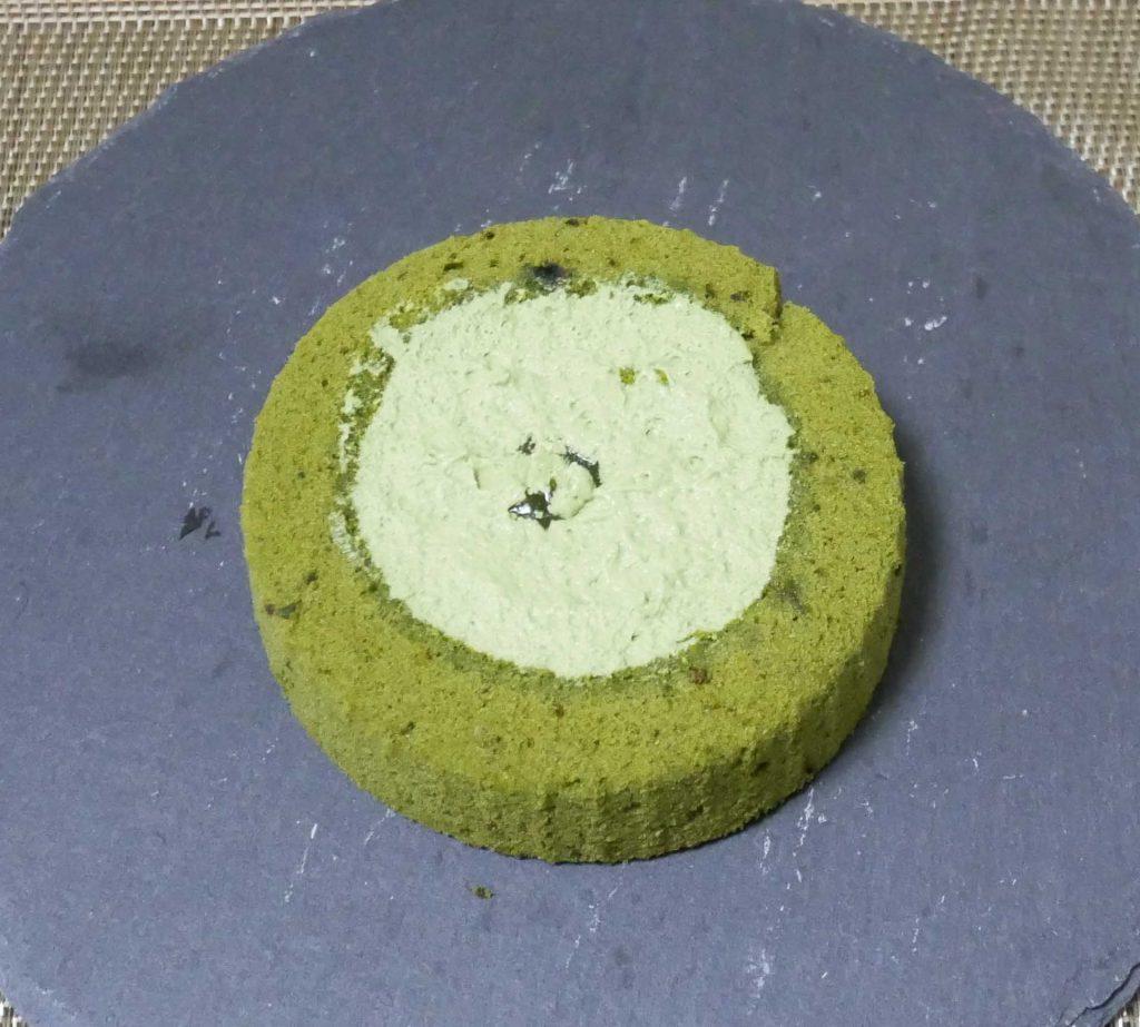 お抹茶ティラミスロールケーキ下面
