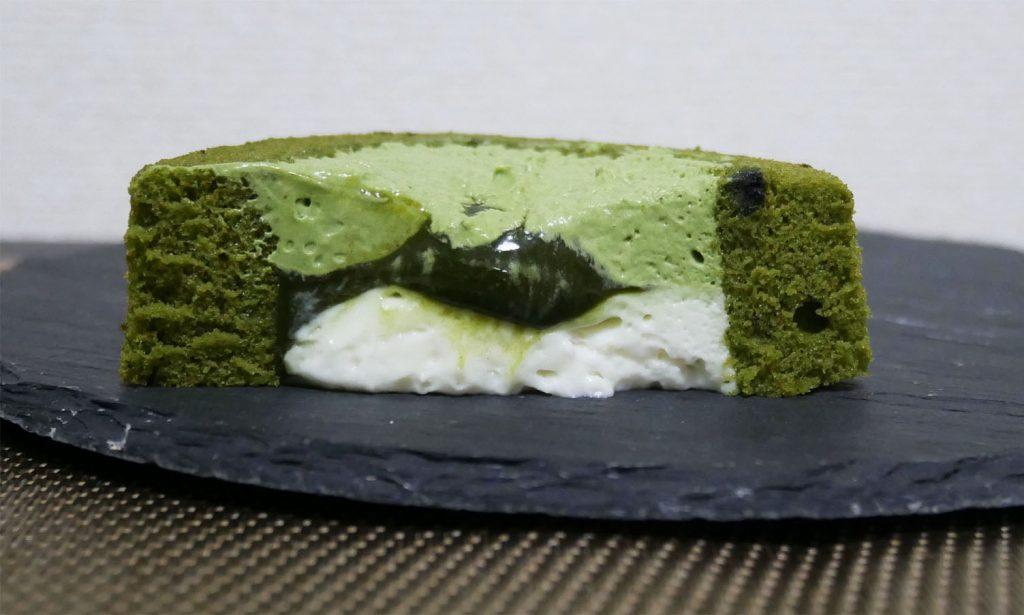 お抹茶ティラミスロールケーキ断面図