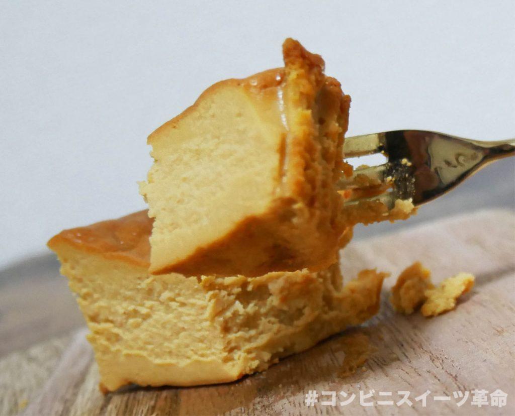 キャラメルバスクチーズケーキの一口サイズ