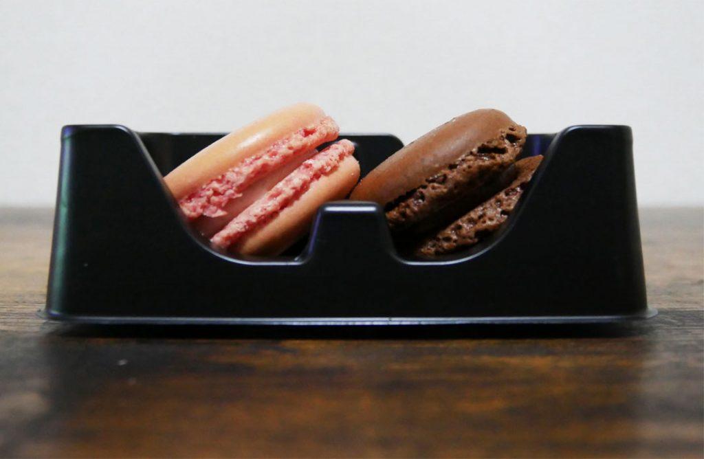 マカロン(あまおう苺&ショコラ)断面図