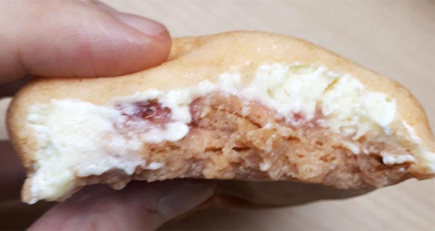 苺レアチーズのもちもちクレープ断面図2