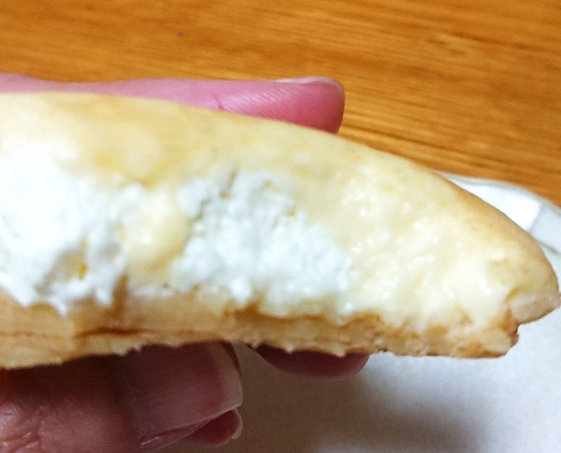 もっちりクレープ ダブルレアチーズクリーム断面図2