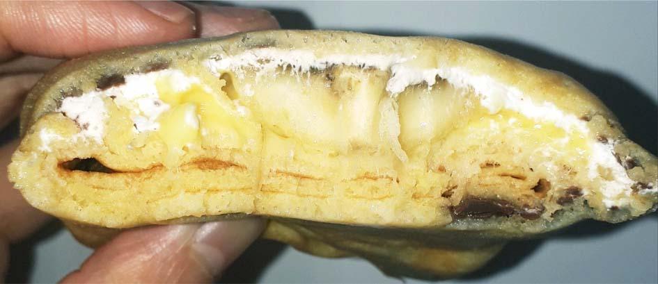 チョコバナナのもちもちクレープ断面図