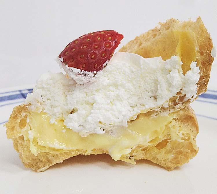 いちごのシュークリーム(2個入)」断面図