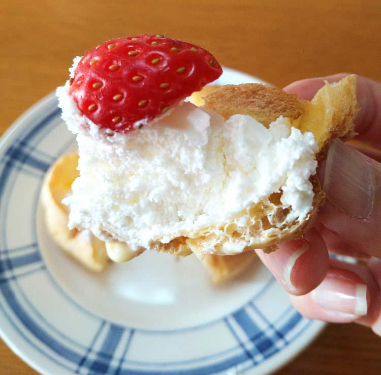 いちごのシュークリーム(2個入)」一口サイズ