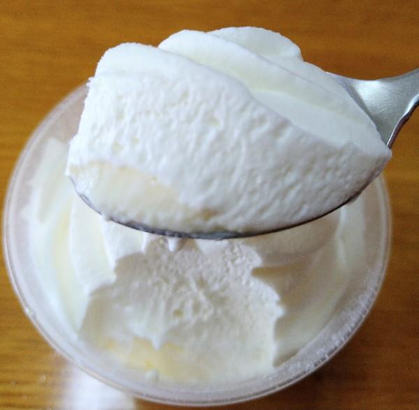 ホイップクリームのミルクプリン一口サイズ