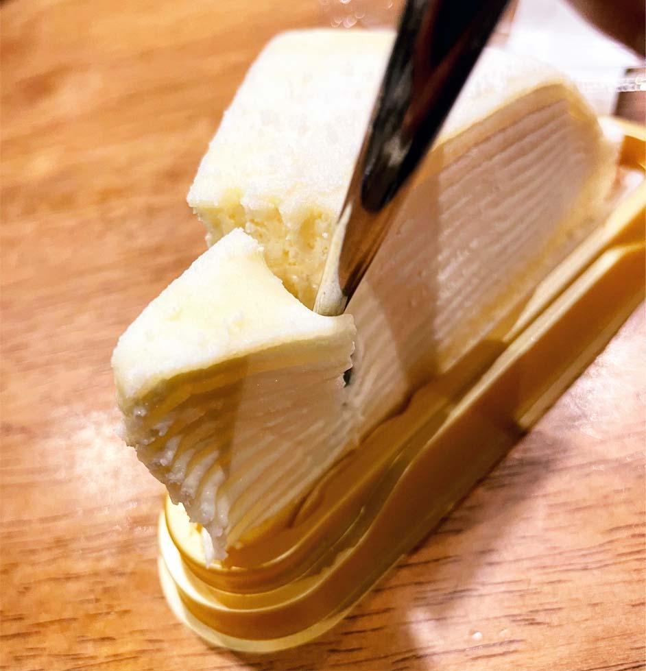 レアチーズミルクレープカット