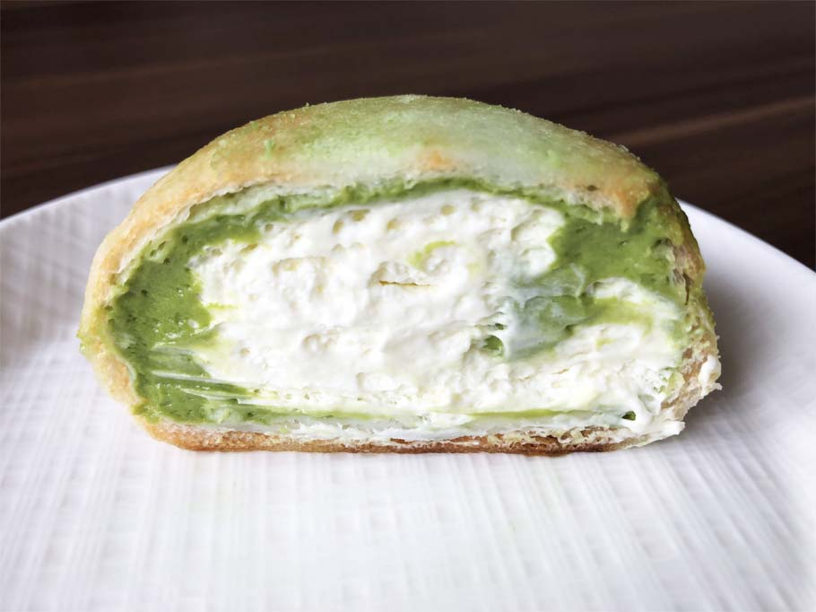 モアホボクリム‐ほぼほぼクリームのシュー 抹茶ラテ風‐断面図