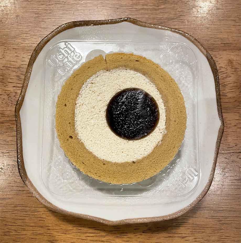 黒糖ロールケーキ(沖縄県産黒糖の黒蜜使用)